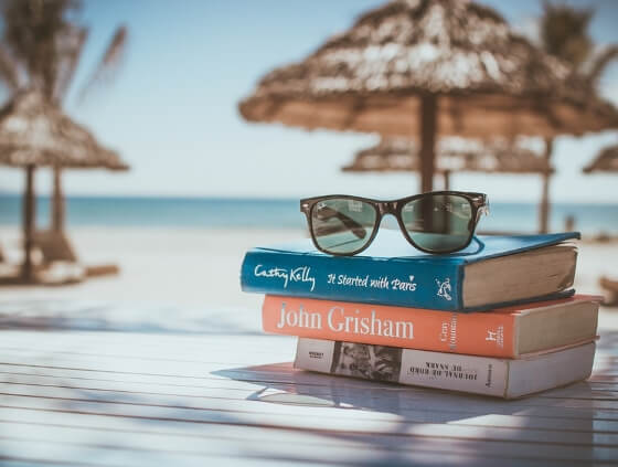 books-beach-the-holiday-travel-shop