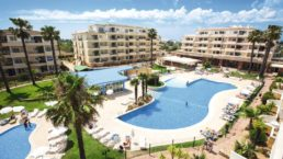 Cheap Holidays to Vitor's Plaza Apartments